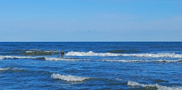daleko-w-morzu.jpg