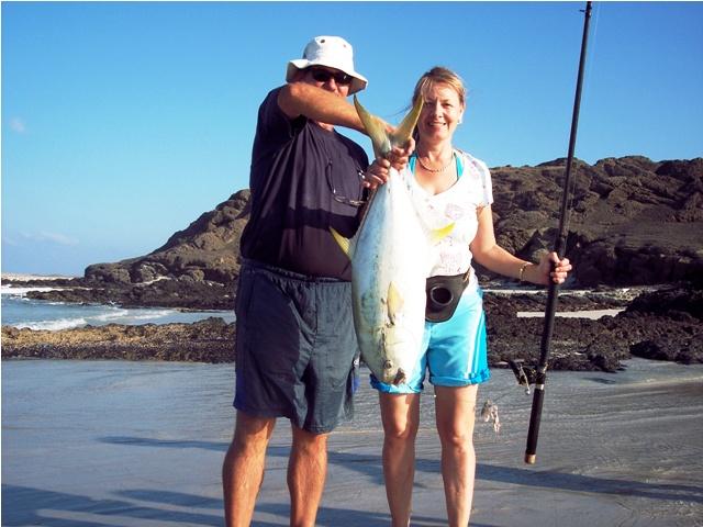 Kobieta z okazem - Oman - Salalah - Morze Arabskie - wyprawy wędkarskie - www.przewodnicywedkarscy.pl