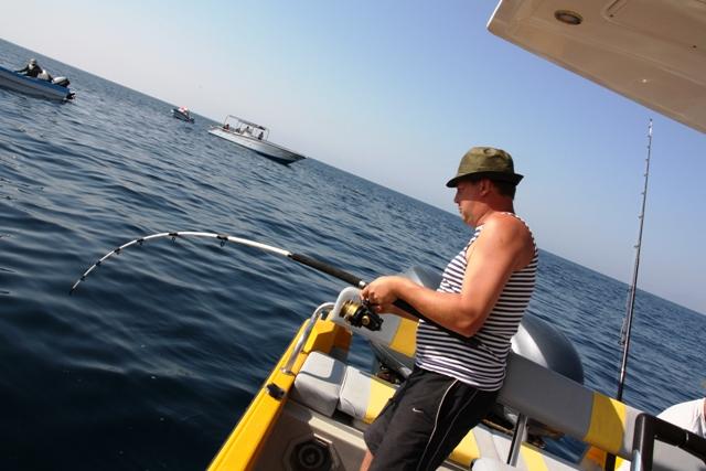 Łowienie z łodzi - Oman - Ras Madrakah - Morze Arabskie - wyprawy wędkarskie - www.przewodnicywedkarscy.pl