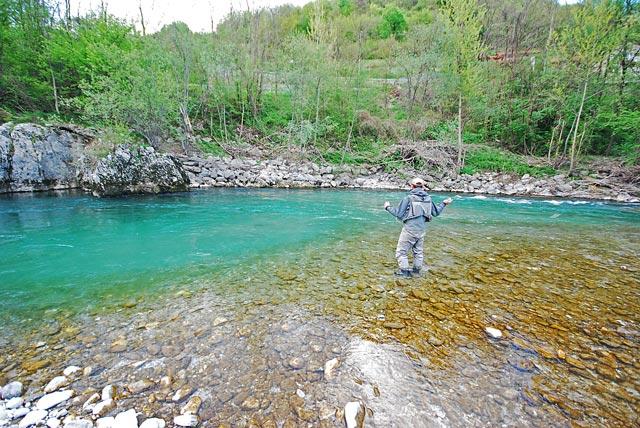 Idrijca na zakręcie - Słowenia - Łowienie na muchę - www.przewodnicywedkarscy.pl - Wyprawy wędkarskie