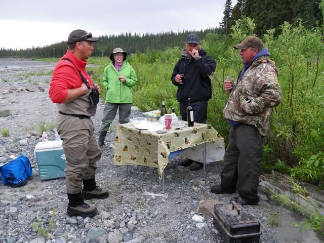 Alaska - Lunch nad rzeką - www.przewodnicywedkarscy.pl - Wyprawy wędkarskie